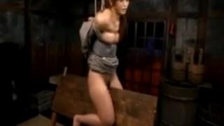 女囚樹花凜を三角木馬拷問し乳首に洗濯バサミ