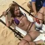 ビキニギャルをビーチでM字開脚縛り快楽拷問