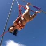 クレーンで空高く緊縛吊るされた妖艶なマゾ奴隷友田真希