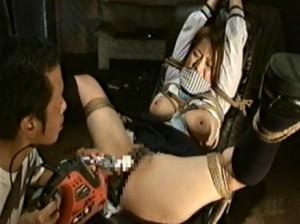 拘された女子が、あそこを玩具で責められまくり - エロ動画 アダルト動画