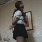 セーラー服のむちむちギャル女子校生を緊縛放置