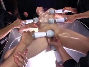[佐々木あき]感じやすいスレンダー美少女が汗ばんだ体を弄られてビクビク絶頂 - Pornhub.com