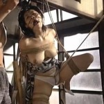 顔面拘束具に片足吊り緊縛のマゾ熟女