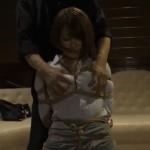 推川ゆうり ハプニングバーで緊縛される人妻