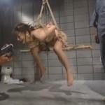 地下室に監禁 緊縛宙吊りにした女を輪姦凌辱調教