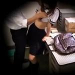 万引きで捕まったセーラー服の女子校生は警備員に犯される