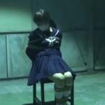 廃工場に監禁されたセーラー服の女子校生