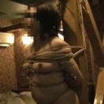 素人マゾ女を緊縛調教する風景