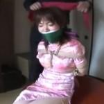 チャイナドレスの女を緊縛ローター調教
