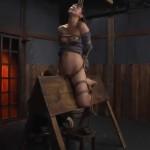 月野ゆりあ 三角木馬拷問にくい込む女囚のパイパンおま○こ