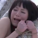 小西まりえ 野外雪原で緊縛アナル調教の美少女